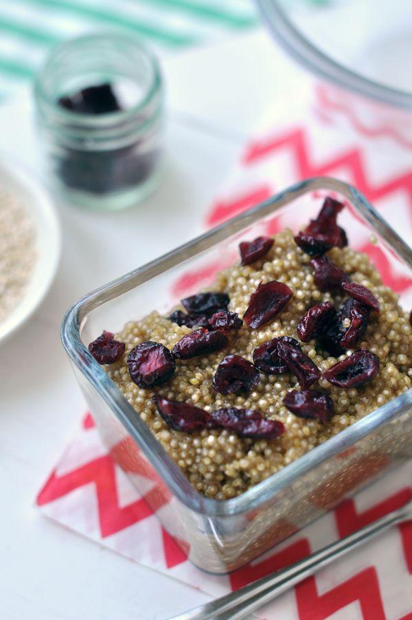 Fahéjas-aszalt áfonyás quinoa reggeli. Gluténmentes recept.