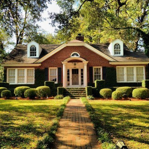 14 best houses for sale across america under 250 g 39 s for Home builders albany ga