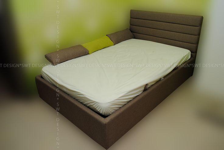Детская кровать. Мягкое изголовье полосками.