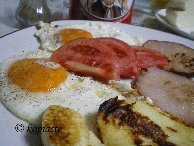 Πώς θα φτιάξουμε χαλλούμι. Το χαλλούμι (ή χαλούμι) είναι το πιο γνωστό Κυπριακό τυρί, το οποίο κατασκευάζεται από μείγμα αιγοπρόβειου γάλακτος. Μερικοί βάζουν και αγελδινό γάλα. #χαλλούμι #χαλούμι #Κυπριακό_τυρί #πώς_θα_φτιάξουμε_χαλούμι
