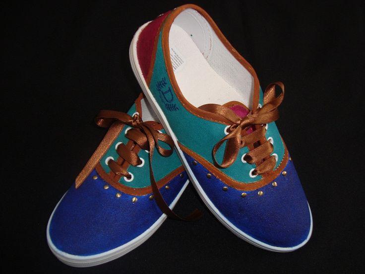 Zapatillas pintadas a mano, $130 en http://ofeliafeliz.com.ar