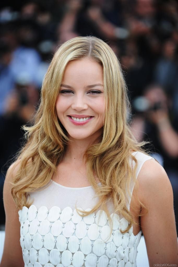 Abbie Cornish is an Australian actress and rapper. We best known for her playing Heidi in the 2004 independent film Somersault, as Fanny Brawne in the 2009 biopic Bright Star, and as Sweet Pea in the 2011 film S*cker Punch.