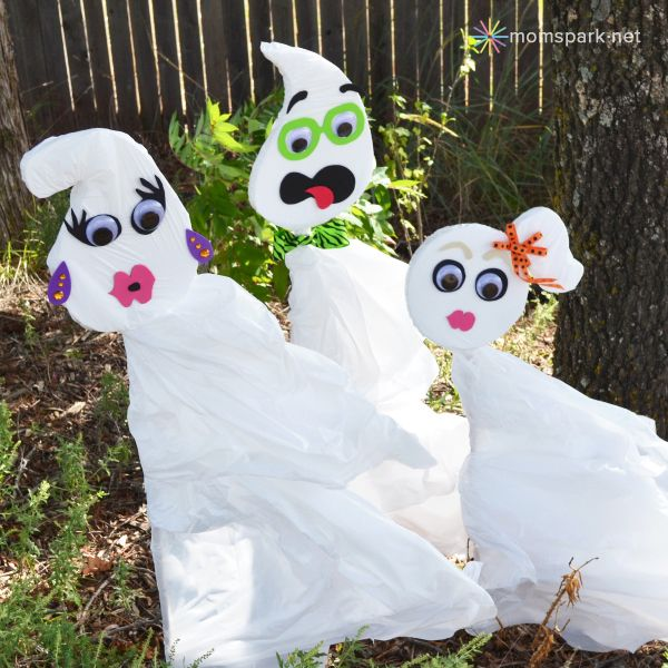 halloween trash bag yard ghosts tutorial - Cute Cheap Halloween Decorations
