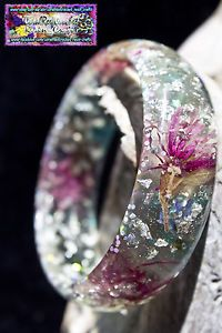 This unique XXL 7.2 cm inner cir. Bangle has large pink and small blue flowers, Silver leaf throughout, a scatter of crystal diamonds, glitter diamonds, pascal glitters and tiny holographic glitters throughout. Also a delicate dose of turquoise swirls around the base. If you do not want to buy through ebay message me through my Facebook page at https://www.facebook.com/co... and I can arrange a sale through there. I accept Paypal. I also sell worldwide. :)