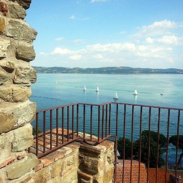 Terrazze a vela - Rocca di Passignano #AlTrasimeno photo di @saraturchina