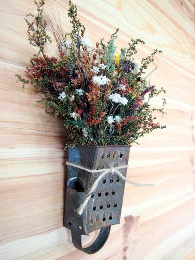 idea original para convetir un rallador en un jarrón