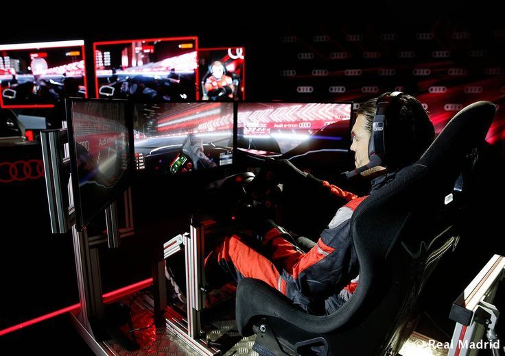 KOVACIIIC!! Audi (Spain) organised a competition between players with formula E simulators....#RM Players pitted their driving skills against each other in a simulated race to see who was the king of the race..