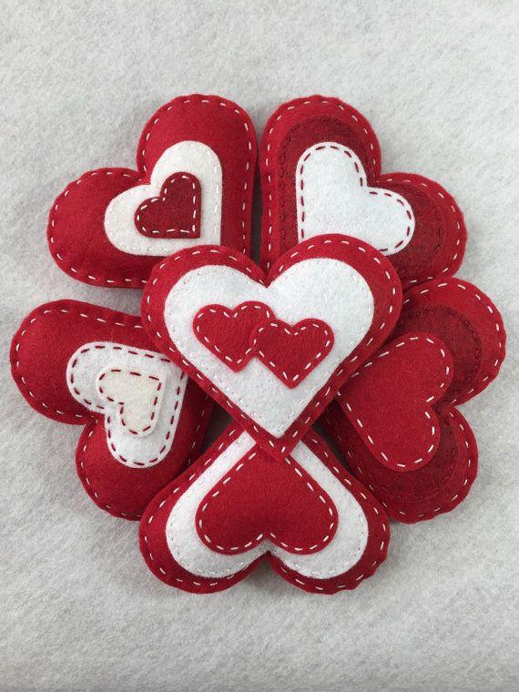 Felt Heart Valentine Ornament Set / Bowl door TheDelightfulBee