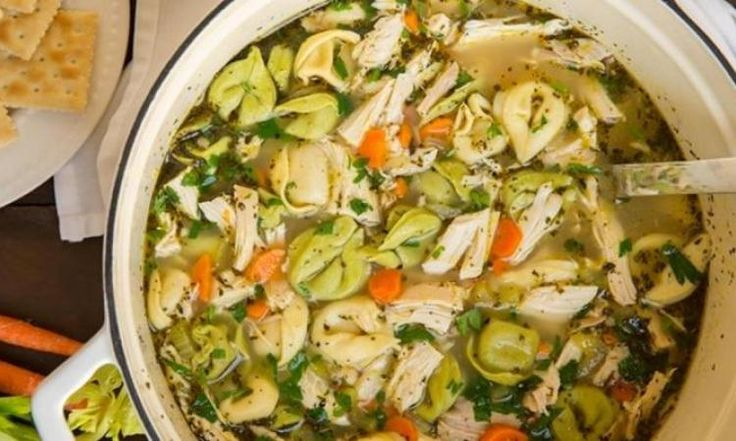 Une variante à notre traditionnelle soupe poulet et  nouilles...la voici avec des tortellinis