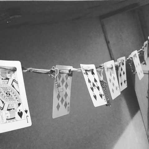 Some Alice in Wonderland inspired bunting I made from a set of playing cards, some decorative keys and ribbon. Lots of DIY fun ♥