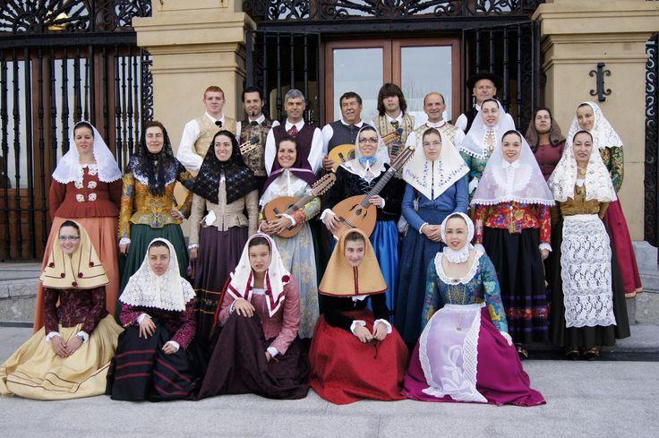 El grupo folclórico Aires des Barranc d'Algendar será este año quien realizará el pregón de las fiestas de Sant Bartomeu de Ferreries. Fundado alrededor de 1945, el grupo cumple su 70º aniversario ...