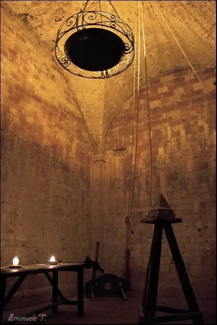 Firstwatch, prigioni. I cultisti di Clavicus hanno occupato i piani inferiori delle rovine e hanno rispolverato antiche sale di tortura.