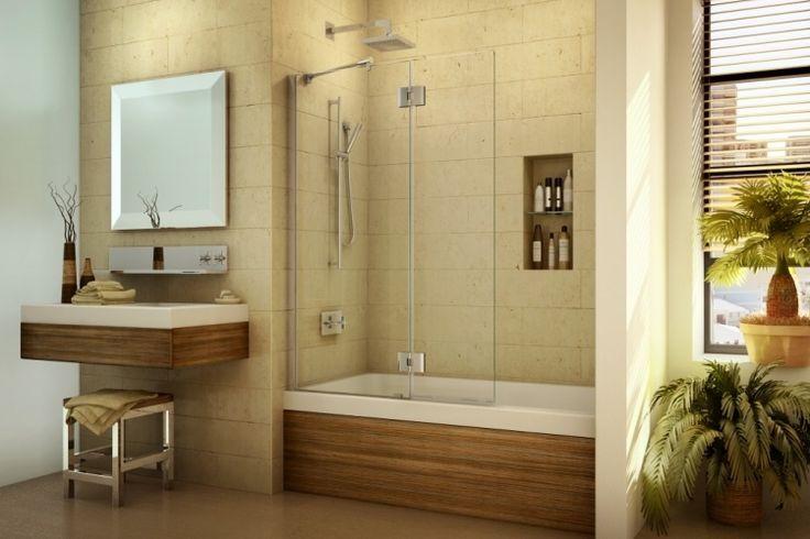 petite-salle-de-bains-baignoire-revetement-bois-douche