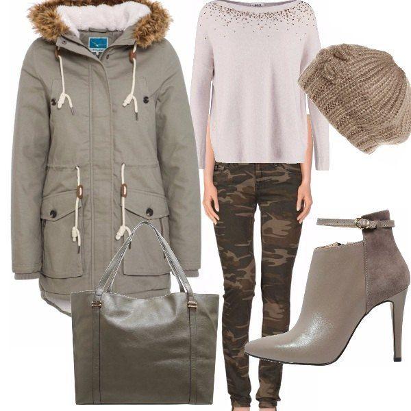 Il romantico dolcevita smorza laggressività, dei jeans camouflage, issati sui tacchi hanno il permesso di entrare in molte occasioni durante la giornata. Scaldate dal parka e dal berretto in lana, possiamo passeggiare anche dinverno... ma di certo... non ci mimetizziamo
