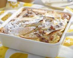 Clafoutis express à la pomme : http://www.cuisineaz.com/recettes/clafoutis-express-a-la-pomme-31034.aspx