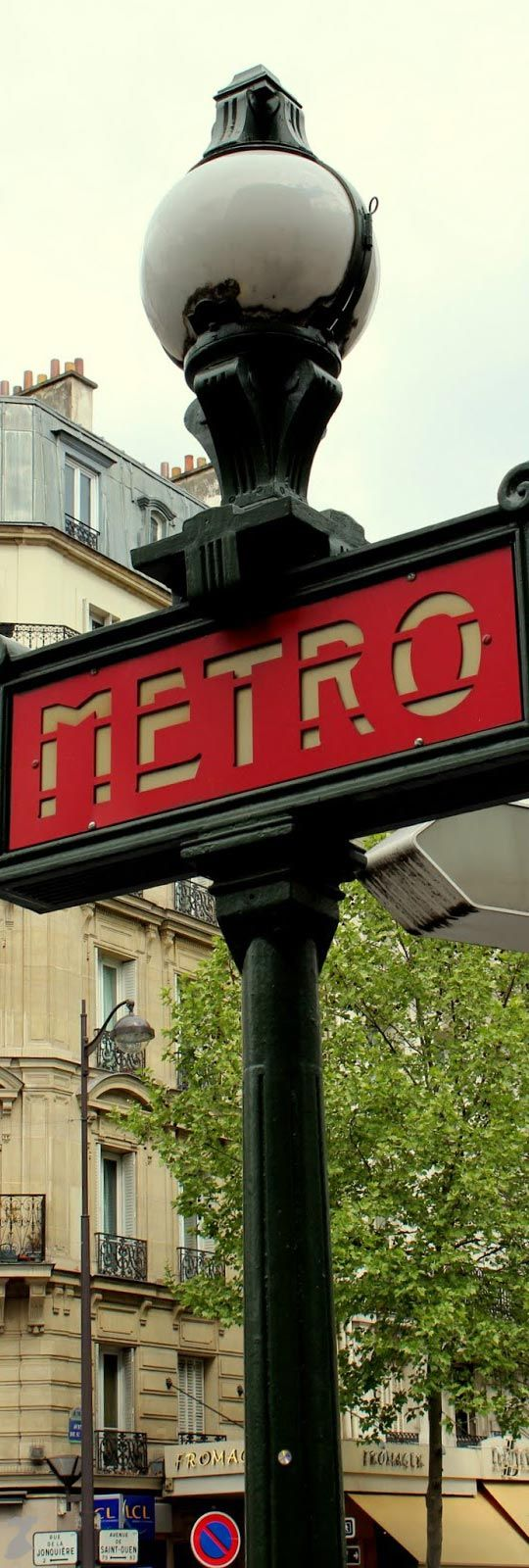 Typical signs of the Parisian Subway
