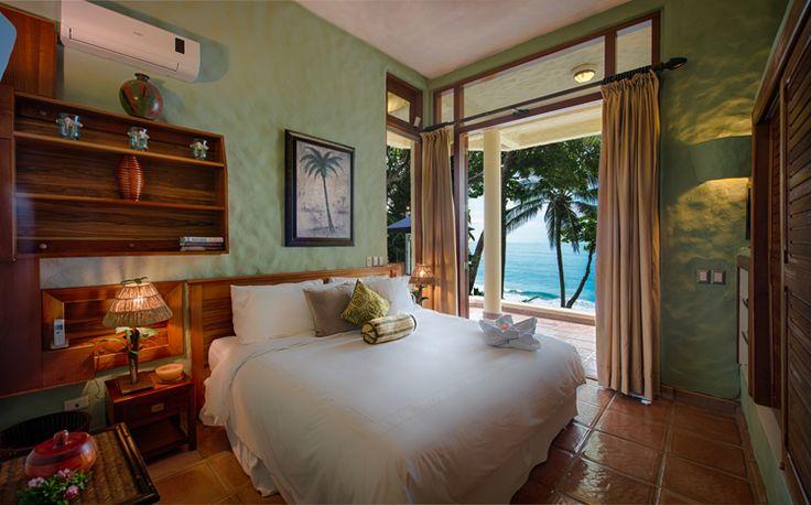 Casa Oceano is een prachtig zes-slaapkamer vakantievilla direct aan het strand - een samensmelting van zee, zand, infinity pool en luxe accommodaties
