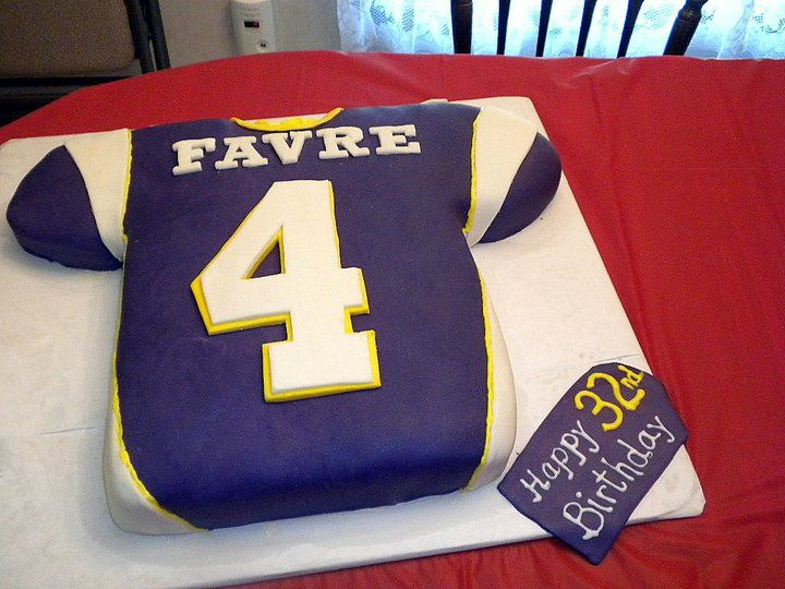 Vikings Jersey Cake Except Small With Cupcake Footballs
