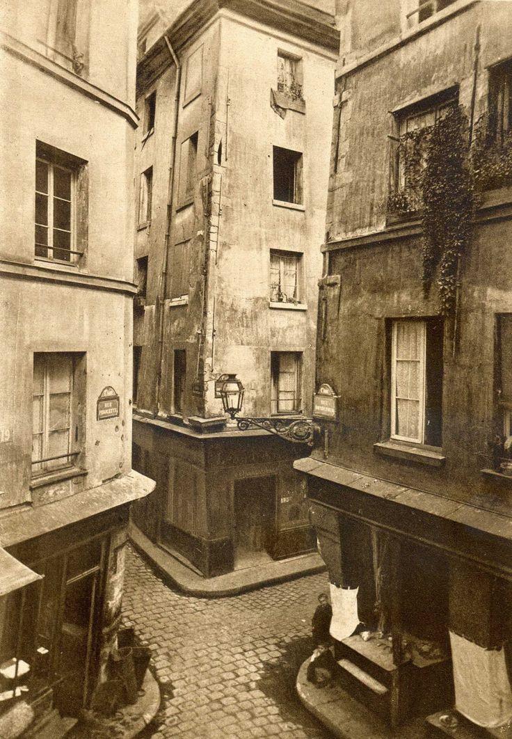 Paris 1886 carrefour des rues Mondétour, Pirouette et de la Petite Truanderie.
