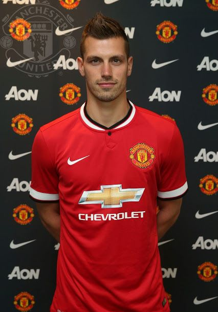 Más refuerzos MUFC para la temporada 2015–2016: Morgan Schneiderlin has joined from Southampton on a four-year contract with the option for a further year.