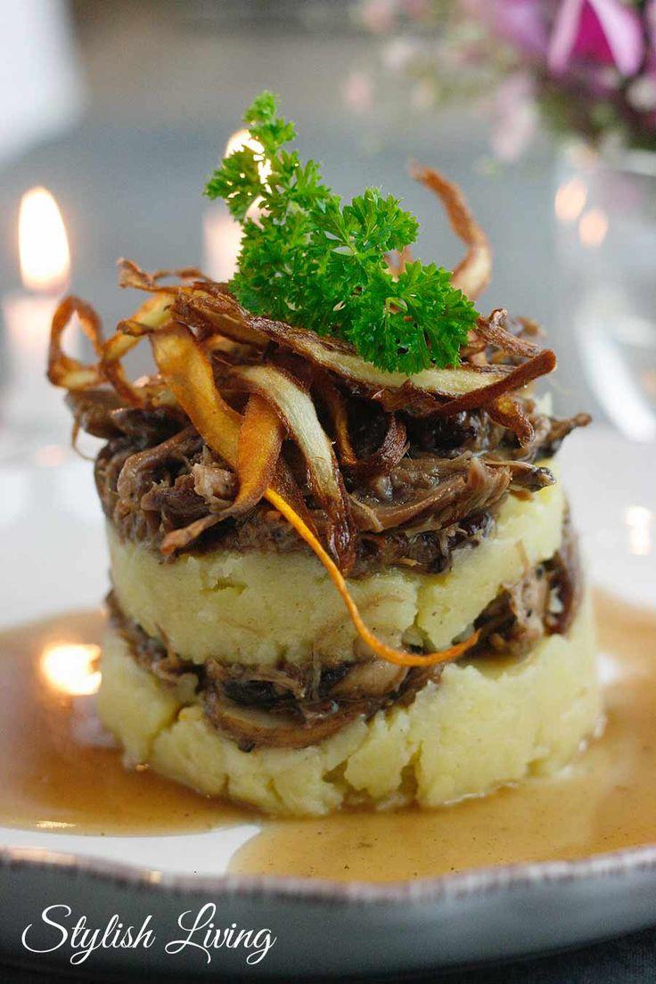 Le Parmenter de queue de boeuf oder auch Ochsenschwanzragout mit Kartoffel-Sellerie-Püree