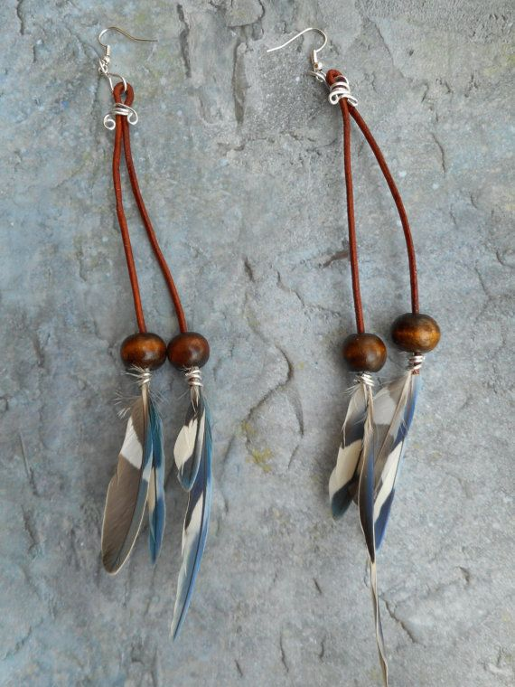 Homemade long leather earrings / wooden beads and feathers from parakeets by Liesbeth Visscher at JHFWBeadsAndFindings on #Etsy #jewelry #jewelery #Handmade #shopping #bohemian #boho #earrings #JHFWBeadsAndFindings