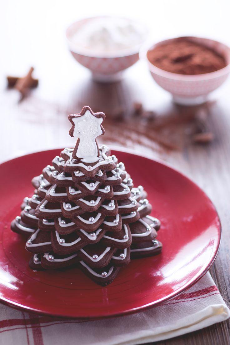 Metti le mani in pasta e prepara questo fantastico alberello di biscotti al cacao! #Giallozafferano #recipe #ricetta #Natale #christmas #xmas #alberodinatale