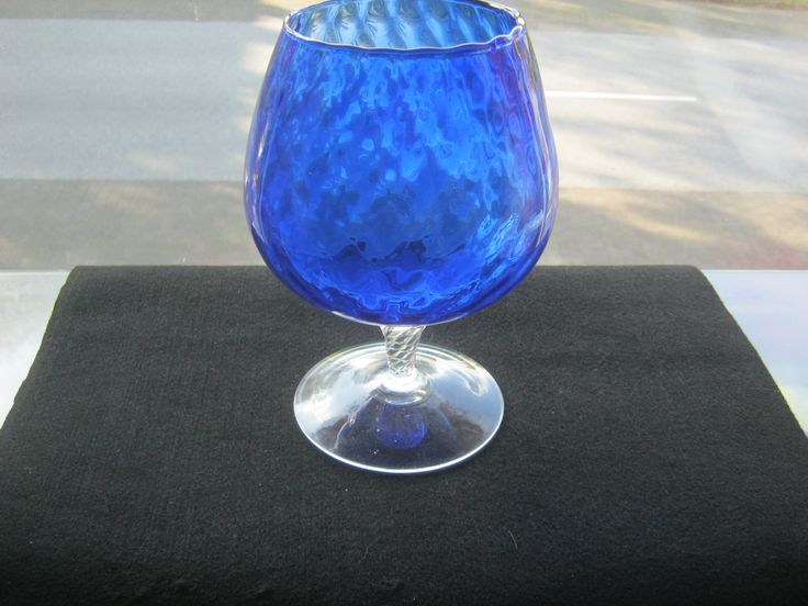 Kelch Böhmisches Glas Blau,Mundgeblasten,Höhe ca.21 cm,Durchmesser oben ca.9,5 cm,Hergestellt Böhmen ca.1950 von AbrahamsTroedelShop auf Etsy
