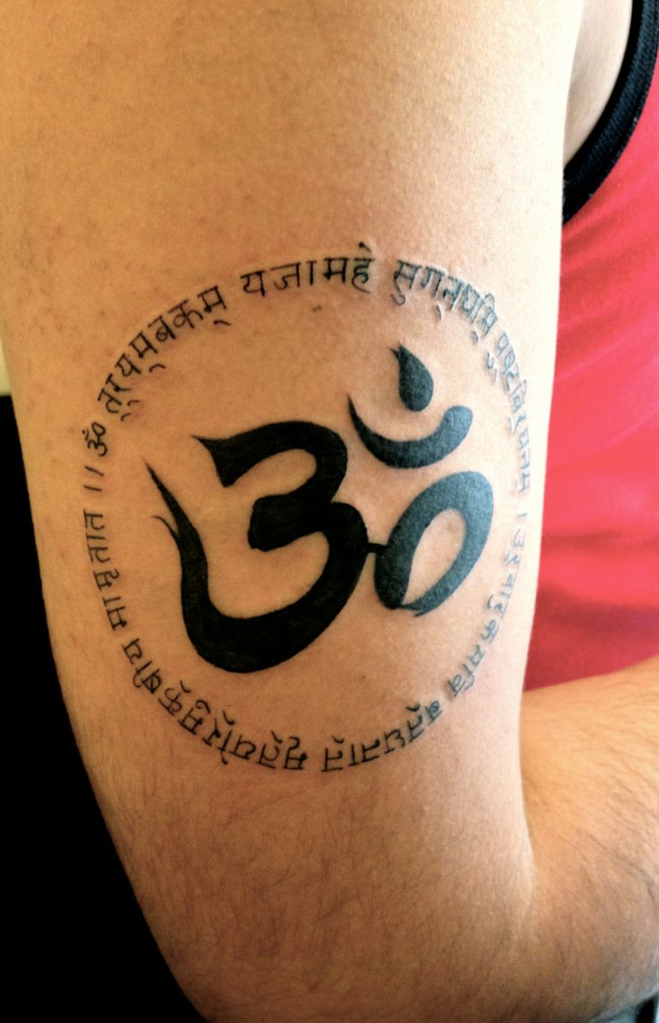 The tattoo he decided to get of a prayer verse in Hindi surrounding an Om symbol.