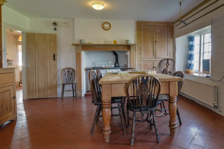 Treyarnon Point - Cornish, self catering  holiday house to rent at Treyarnon Bay, just a short drive from Padstow. Beautiful, original terracotta floor and simple built in cupboards for storage