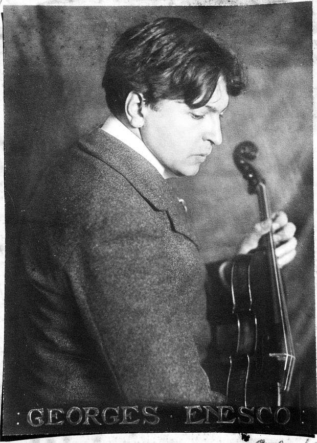 George Enescu a fost un compozitor, violonist, pedagog, pianist şi dirijor român. Este considerat cel mai important muzician român.