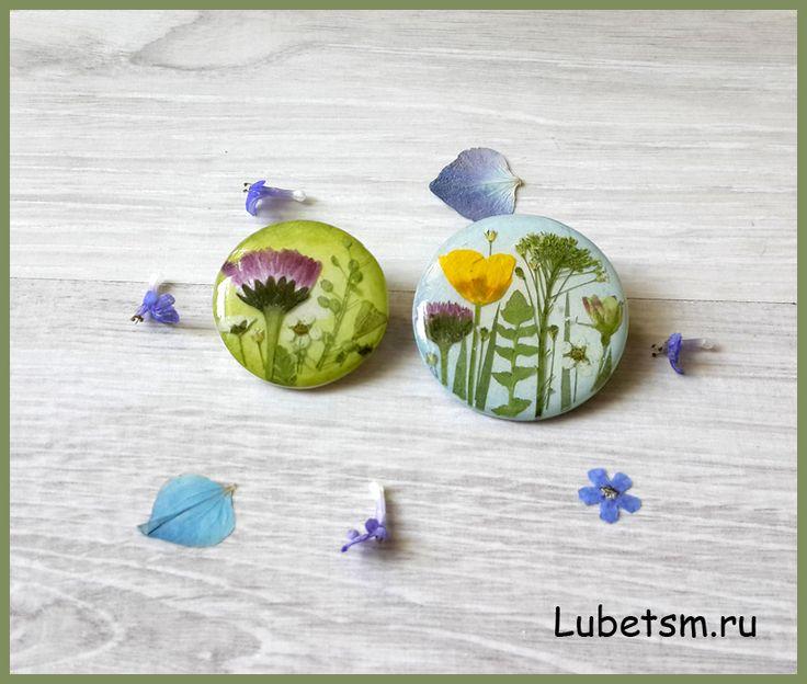 полимерная глина, натуральные засушенные цветы, эпоксидная смола.