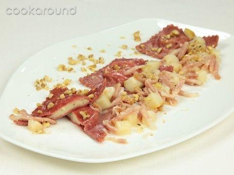 Raviolo al gorgonzola con noci bacon e pereCon Noci, Noci Bacon, Pasta Ripiena, Cucina Ricette, Filling Pasta, First Courses, Recipes Salat, Cosas Bolles, Gorgonzola Con
