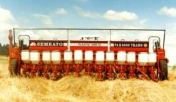 SEMEATO - Semeadoras Grãos Graúdos - PAR TRANS 5000 - 6000 - 7000 - 10000 - As PAR TRANS são semeadoras robustas, que proprocionam rápida conversão de linha da cultura de soja para cultura de milho