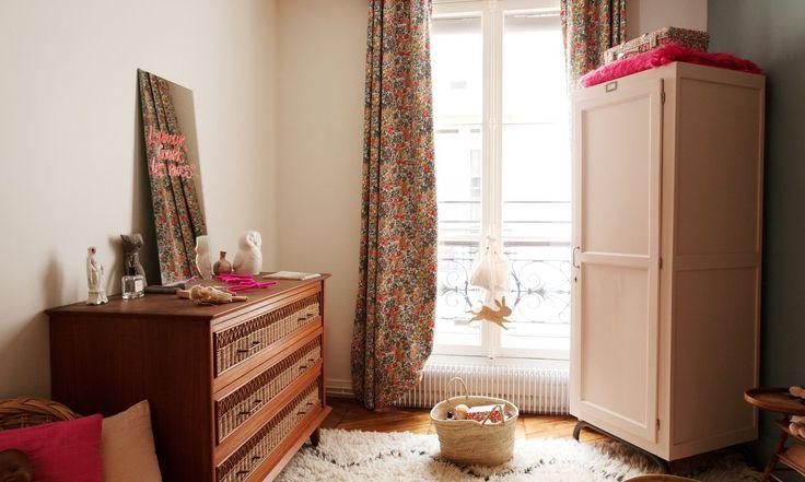 Chambre d'enfant blanche et rose Appartement Paris Duplex Nayla Voillemot et Romain