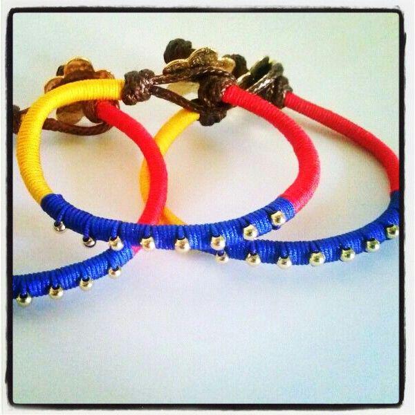 Lindas pulseras tricolor