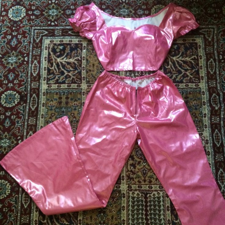 the most AMAZING 70s pvc like faux leather pink two piece. Doesn't get more y2k than this !! The co its included flared low waisted trousers with an off shoulder crop top. Would fit sizes 6-8  00s 90s vintage spice girls bratz barbie flares festival