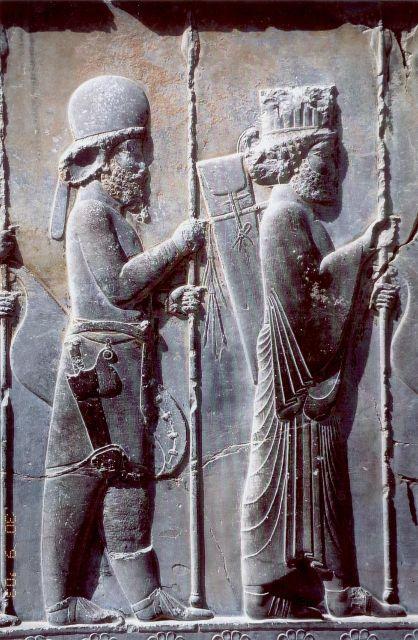 Μήδοι και Πέρσες στρατιώτες από ανάγλυφο στην Περσέπολη