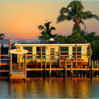 Bert's Bar & Grill - Matlacha - Pine Island I would definitely eat at a restaurant on the water!