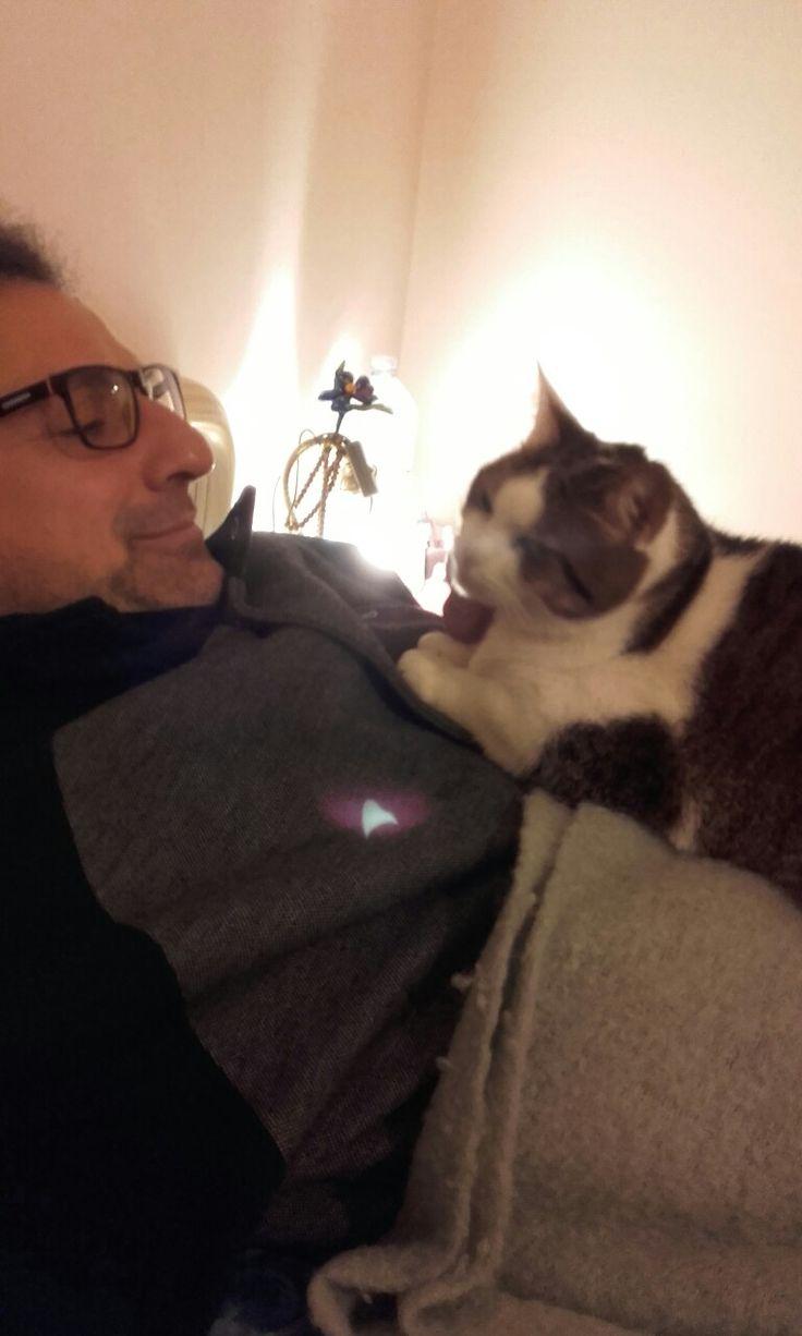 Raggio di Luna accoccolata con suo papino Antonio 💕