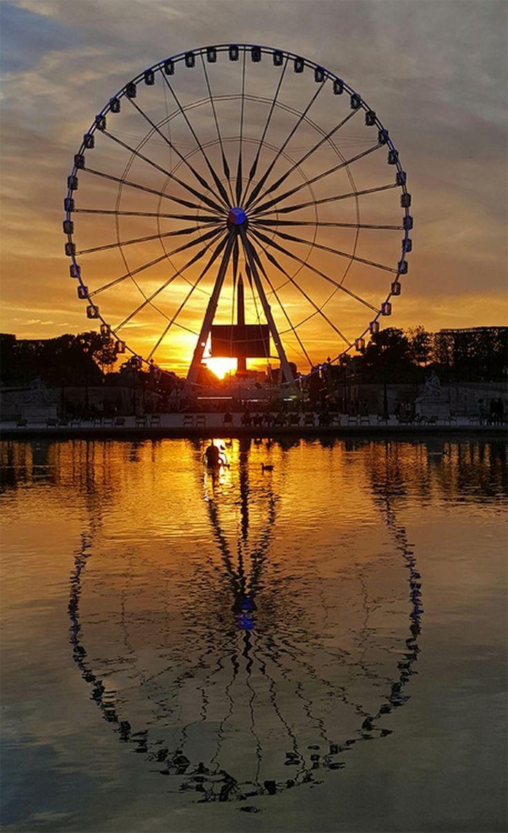 L'image du mois de mai 2016 / Reflets du soir : quand la Grande Roue de Paris se reflète sur l'eau. Donnez votre avis sur cette photo. ©  Babeth Bonnereau