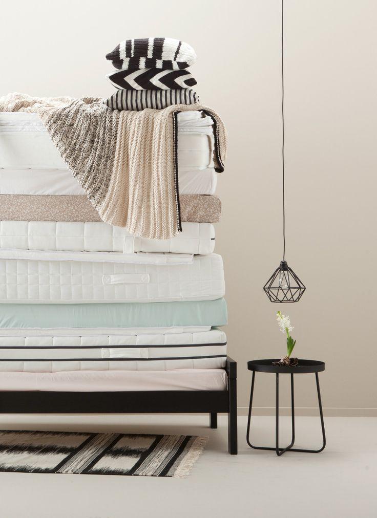 Fris uit de veren! Vind bij ons je ideale matras. #bedding #slaapkamer #matras