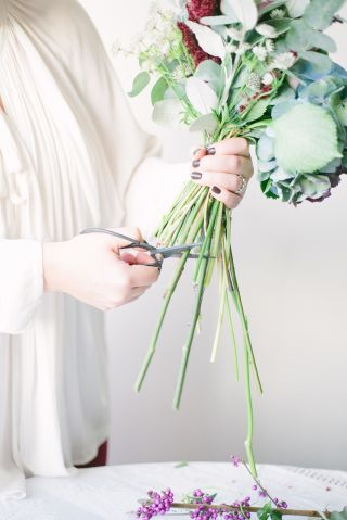 007_CocktailParty_floral-diy-at-home-lucylustudio-refinery29208