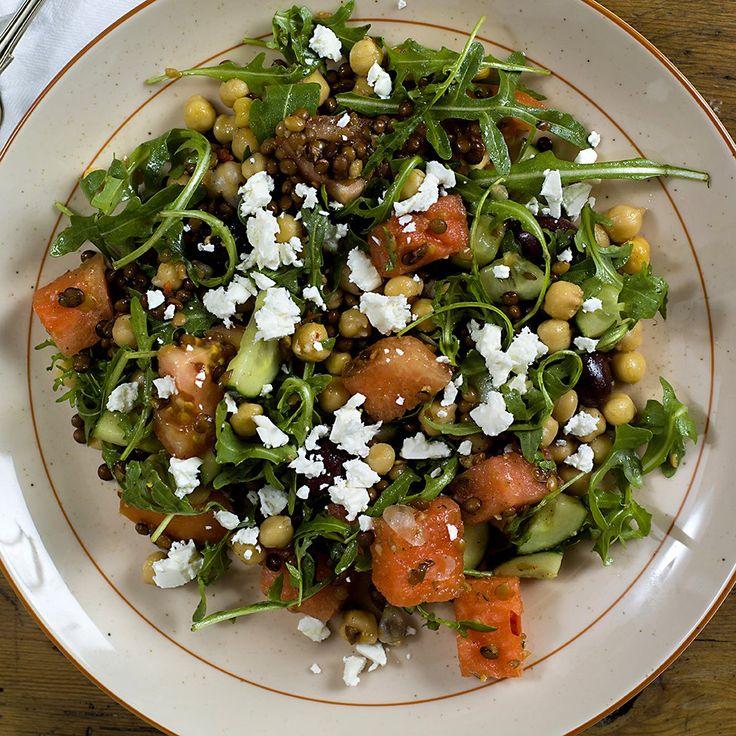 Vannmelonen er et morsomt innslag i denne forfriskende og gode salaten som du bruker bare