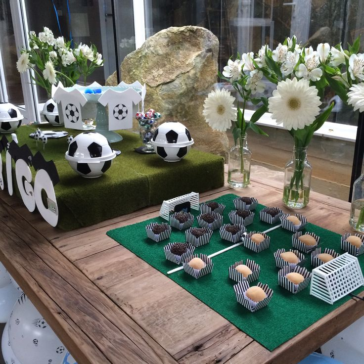 Aniversário um ano Rodrigo. Bolas de futebol. Soccer. Ball.