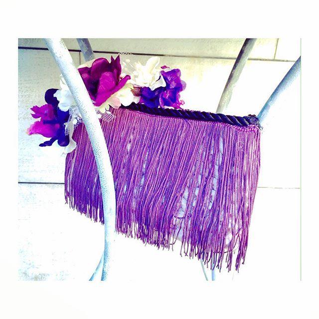 Empezamos el lunes con este conjunto tan especial, espero que os guste tanto como a nosotras. Feliz lunes. . #cumpliendosueños #tribecahandmade #clutch #bolsodemano #tribeca #fashion #style #cute #beautiful #pretty #invitadaperfecta #jewelry #handmade #hechoamano #headpiece #flowers #petals #colour #flowerofinstagram #nature #florespreservadas #headdress #headband #london #madrid #happymonday