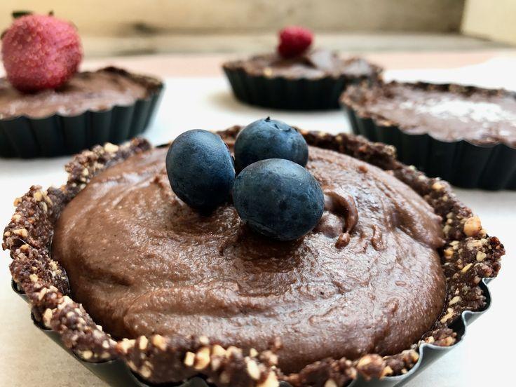 Σοκολατένια ταρτάκια με κρέμα από ταχίνι – bubbles & avocados
