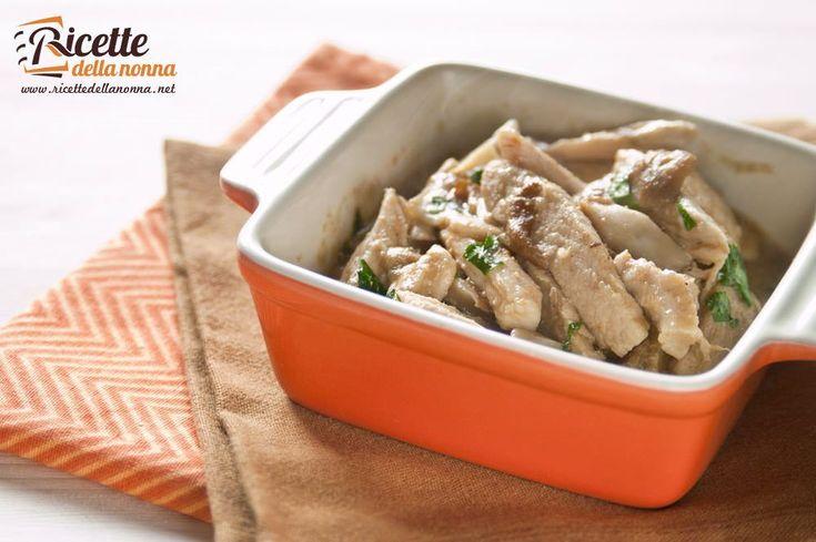 Una ricetta facilissima,veloce da realizzare per un secondo ricco dei sapori dell'autunno, grazie al morbido sugo di funghi porcini.