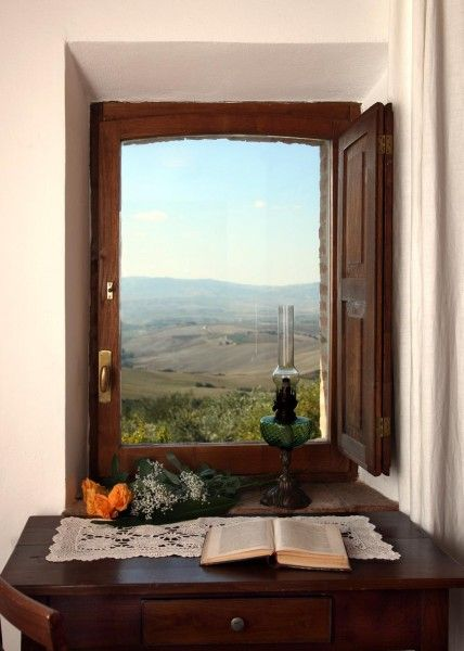 A windows on Val d'Orcia #Tuscany