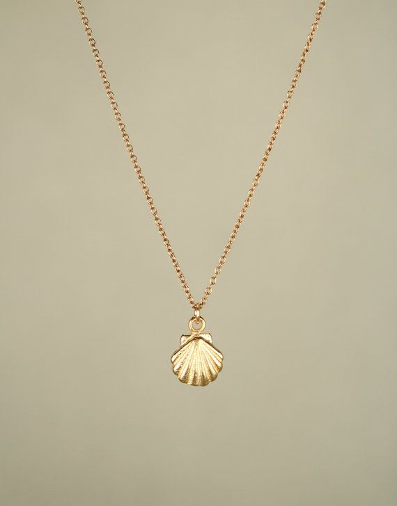 This marvellous seashell necklace. | 17 Tiny Necklaces That Are Too Cute To Function